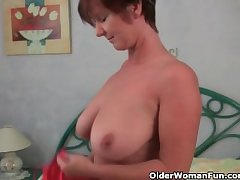Granny loves prevalent ragging with the brush big tits and juicy pussy