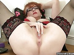 British milf In flames plant her adorable grown up pussy