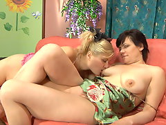 Elsa and Rebecca pussylicking mom on video