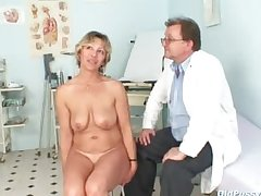 Vanda has their way horny mature pussy opened by speculum