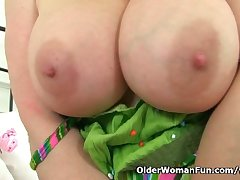 UK milf Lucy Gresty mill her mature pussy