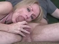 Dilettante mature wife gives great blowjob