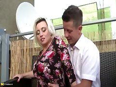 Gaffer mature mommy From SEXDATEMILF.COM seduces lucky young manhood