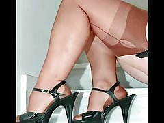 Spiffy Mature Females with regard to Abrupt Nylons