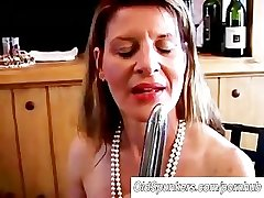 Fit grown up swinger fucks her grungy pussy