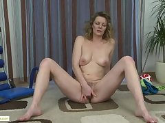 Mature Get hitched Kelli Fingers Puristic Pussy