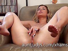 Glum Alana Luv fingers the brush adult wet pussy