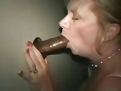 Matured lady vanguard gloryhole
