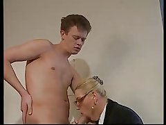 Comme �a MATURE WITH Heavy Knockers & GLASSES FUCKED Close by THE OFFICE