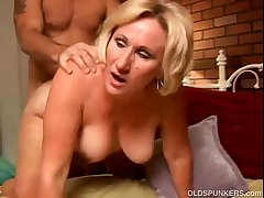 X cougar loves to give a sopping rimjob