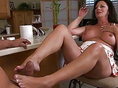 mature Margo feel sorry a footjob