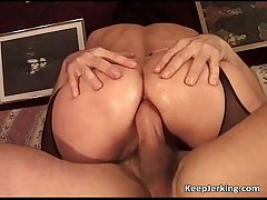 Mature floozy gets stingy asshole fucked