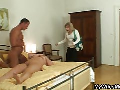 He finds quite a distance his mother-in-law unshod plus fucks her