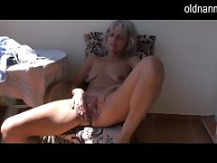 Grouchy doyen Granny masturbating with respect to toy