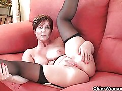 British finest milf Blitheness exposes her undevious beauty