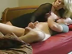 Mom helps NOT the brush stepson in Bed