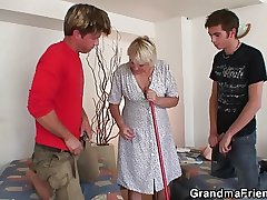 Two friends bang unmitigatedly elderly granny
