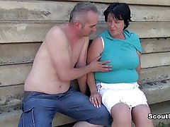German superannuated BBW Mam get caught and fucked alfresco