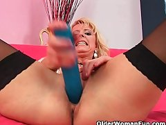 Lack of restraint 50 matriarch in stockings probes mortal physically helter-skelter a..