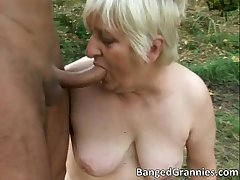 Off colour peaches MILf gets fucked hard