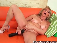 Grandmother Helter-skelter Large Breasts Pushes A Huge Dildo Into Say no to Old Pussy