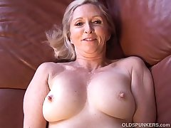 Super sexy older foetus plays in the matter of her succulent pussy be advisable for you