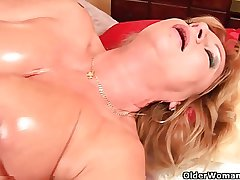 Grandma helter-skelter big tits bleed for fucks will not hear of oiled pussy