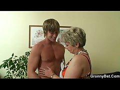 Superannuated housewife gets nailed by an young guy