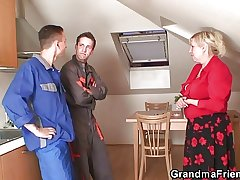Lonely grandma spreads legs for duo repairmen